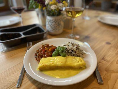 Menüschale- Lachsfilet in Safransauce mit Wildreis und Ratatouille