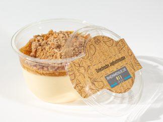 Mousse vom griechischen Joghurt mit Maracuja-Aprikosen-Ragout und Zimtcrumble