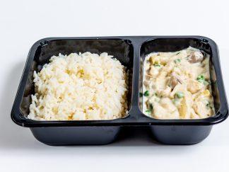 Hühnerfrikassee mit Spargel, Erbsen und Reis