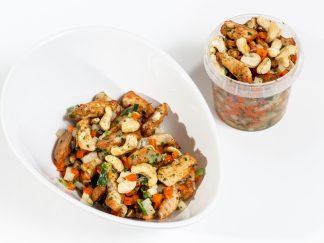 Nussige Hähnchen-Gemüse Bowl