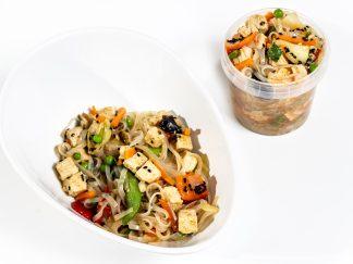 Asiatische Glasnudel Bowl mit Tofu