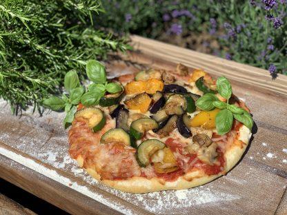 Big Pizza mit Antipasti