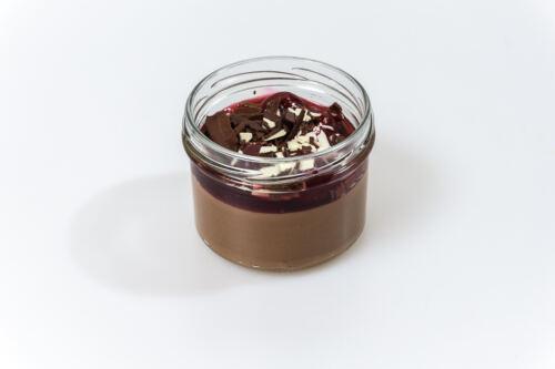 Mousse au Chocolat mit Kirschragout