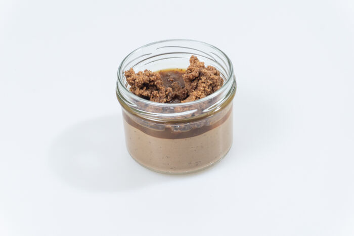 Brownie Creme mit Salzkaramell-Sauce und Schoko Crumble